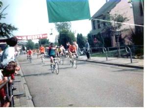 Frans Maassen heeft het nakijken in de door Willy gewonnen sprint