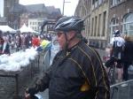 regenjasje aan en fietsen !!