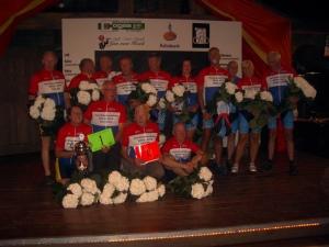 de kampioenen in de 3 categorieën : bedrijven-teams, clubteams en individuelen