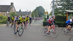 Leudal Kernenomloop 2013: doorkomst Grathem foto: Willy Beurskens