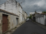 rustige weg richting centrum Poitiers
