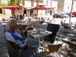 een terrasje in de hitte van Navarrenx: Frans Baskenland