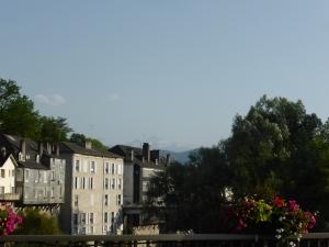 vandaag genieten in Oloron, morgen de bergen die in de verte reeds opdoemen