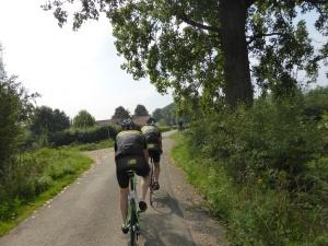 Livestrong Racers. De tochten voeren veelal door mooie groengebieden.