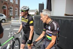 na afloop: Dion (l) in gesprek met oud wereldkampioen Jac Roemerman (r)