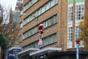 gezien in Bournemouth: acrobatische kerstman