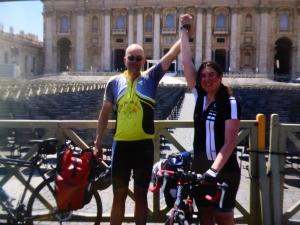 yes !! gehaald !!! hier staan Annemarie en Robert op het Sint Pietersplein