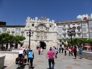 entreepoort Burgos via brug Arlanzon