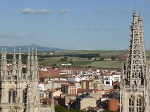 uitzicht vanaf het Castello op Burgos en de hoogvlakte met z'n vele windmolens