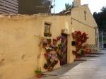 midden in het centrum: oud huisje met bloemenpracht